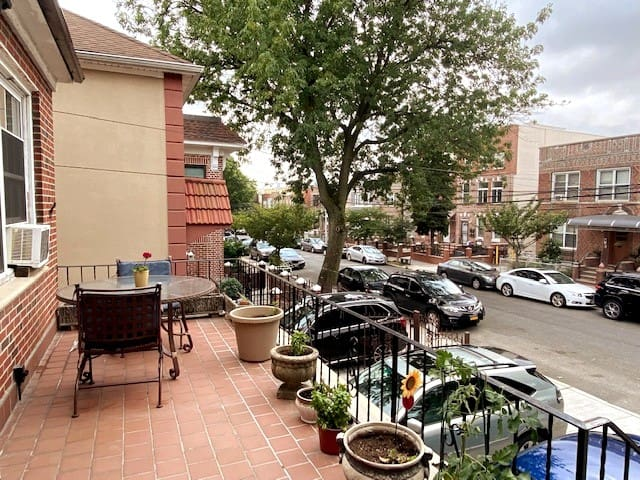 Huge  2 bdrm Apt in best area with Patio/Parking