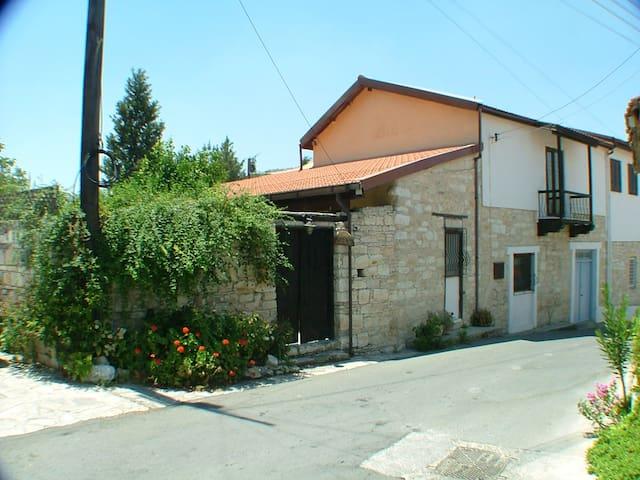 Woodbine Cottage, Dhoros Village, Nr. Limassol - Dhoros