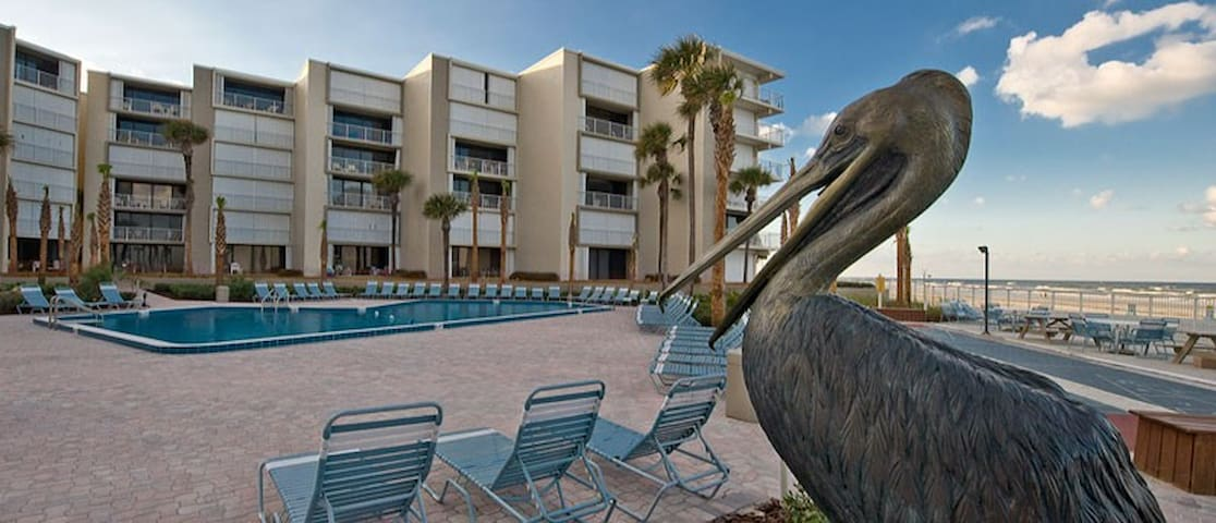 Direct Oceanfront Condo at the Pelican Condominium - New Smyrna Beach - Condomínio
