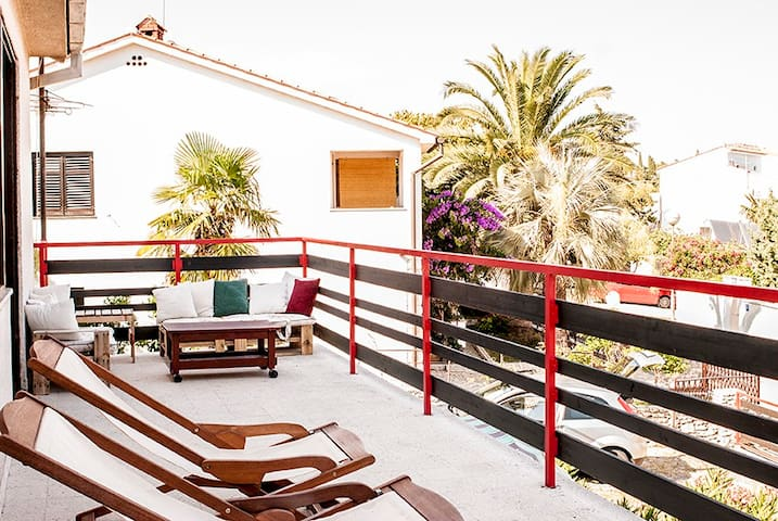Twelve meters long terrace: an open air living room.