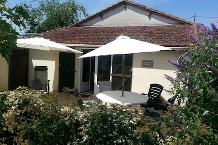 Le Noyer - Holiday Cottage - Vergt
