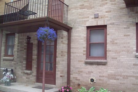 Charming 1 bdrm lower in the Grove - Elm Grove - Appartement