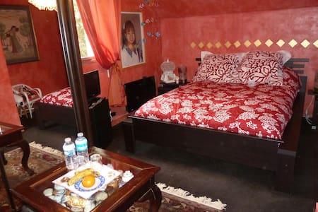 chambre LORA à la Chandanielerie - Quimper
