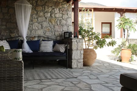 Quiet, charming country house. - Zákros - Haus