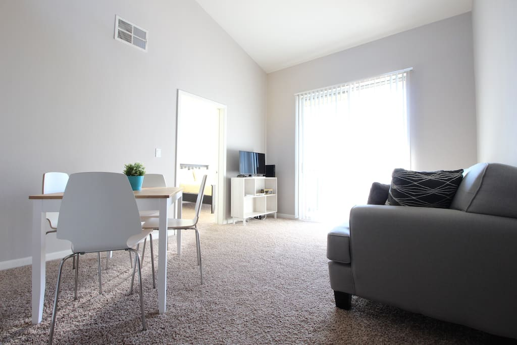 2 Bedroom 2 Bathroom Apartment 55092 Apartments For Rent In Santa Monica California United
