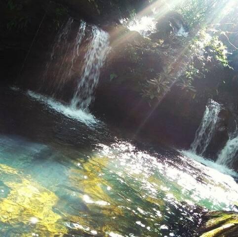 Sítio Lavrinhas, chalé Amarelo. Com cachoeira.