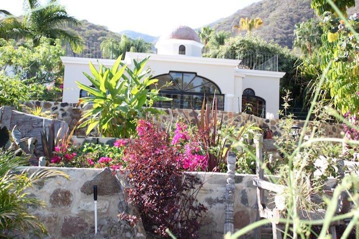 Casa Frida-Acogedora dentro de Hermosa Villa.