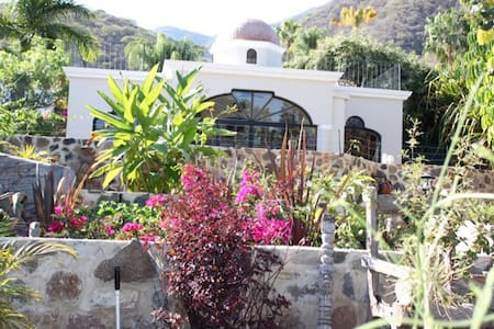 Casa Frida- Cozy Estate Guesthouse.