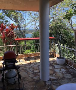 The Burrow Apartment and BBQ Terrace-Pets Welcome