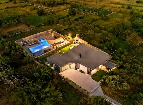 In solitude Luxury Villa with heated pool, sauna..