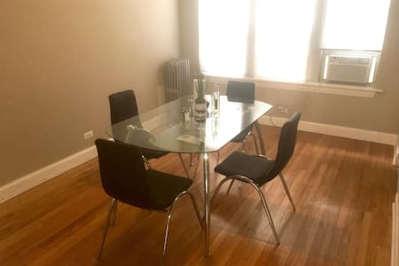 Spacious Apt 15 mins from Downtown! - Lägenhet
