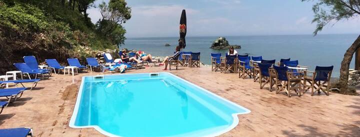 Aqua Rossa,ξενοδοχειο μεσα στη θαλασσα με πισινα