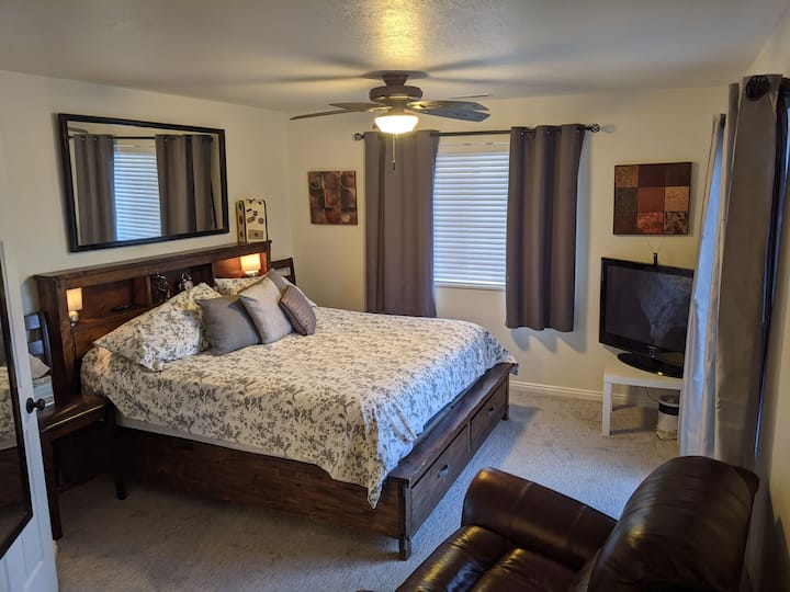 POP UP-LIFE ELEVATED-Mountain View Pvt King Suite