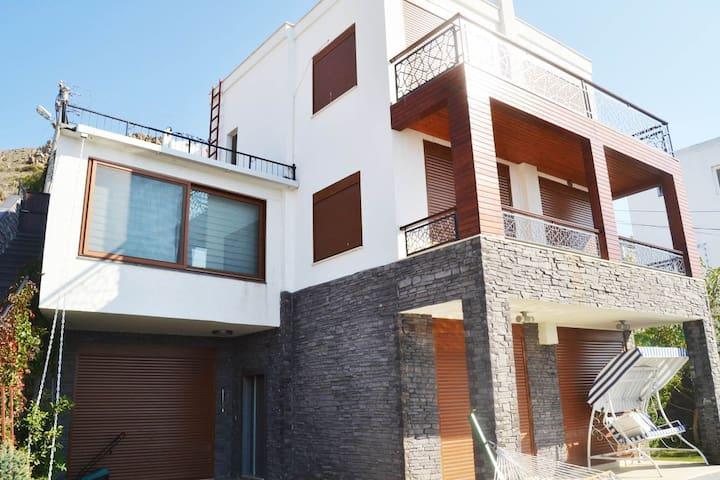 Deniz manzaralı muhteşem müstakil villa