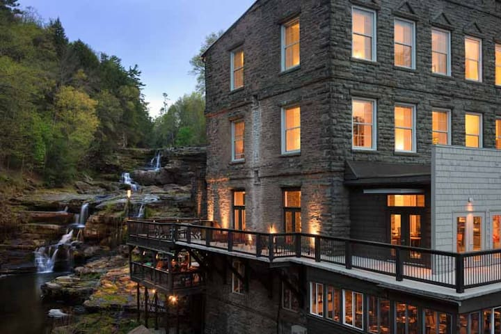 Ledges Hotel 2 Bedroom Suite 2.5hrs to NYC & PHIL