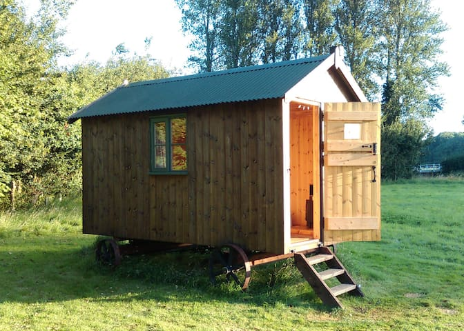Shepherd's Hut on secluded meadow