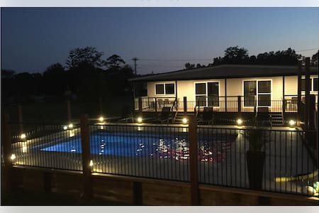 Stylish Pool Side Units ( Laguna Lodge) - Sussex Inlet