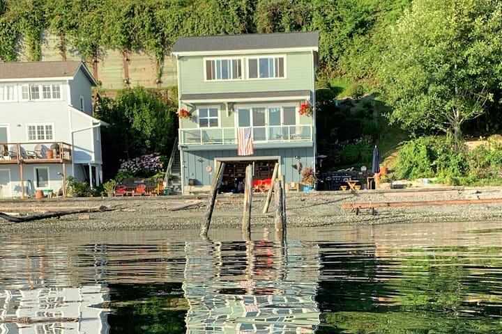 Rolling Bay Beachfront Home