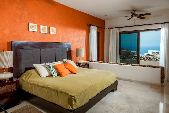 Master Bedroom, King Size Bed, sofa/bed, Spectacular Ocean Views!