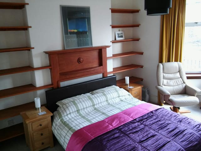 Large Double Room with Kingsize Bed