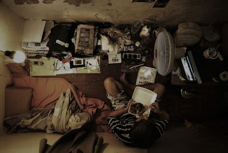"Cozy ""Invisible Room"" in Hong Kong - Cave"