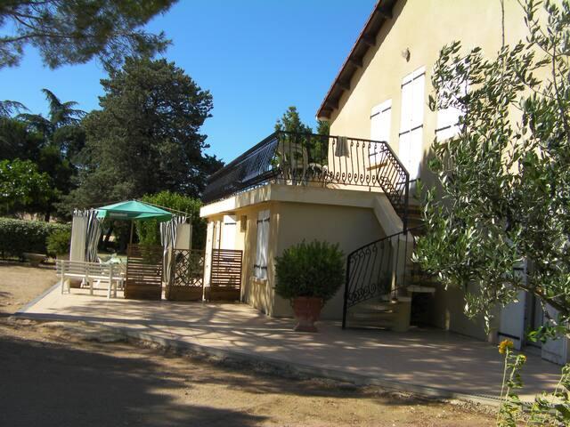 T3 RDC dans maison de campagne proche Pezenas - Usclas-d'Hérault - Hus