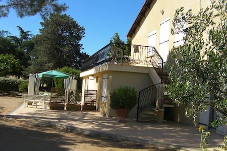 T3 RDC dans maison de campagne proche Pezenas - Usclas-d'Hérault - Rumah