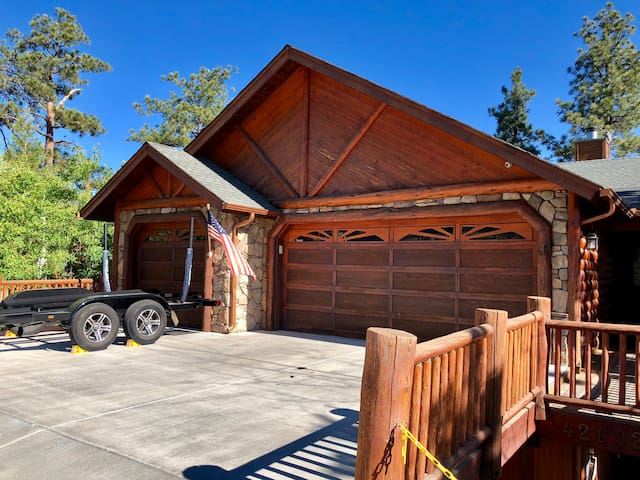 Great street Parking , Driveway and 1-2 cars in Garage
