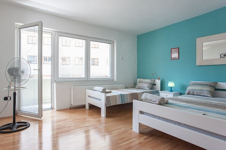 Louisstel Blue Room #Private Terrace #Wi-fi - Skopje - Apartamento