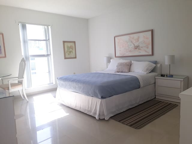 EXCELLENT, apartment near the beach. STR-00546