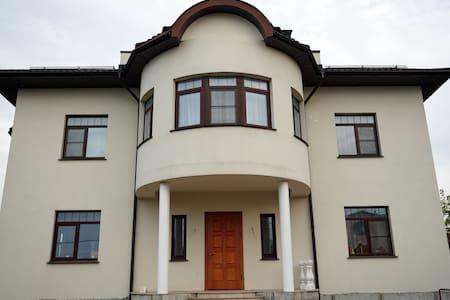 Дом с прекрасным видом на Нерское озеро.