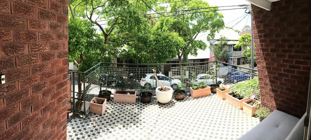 Spacious Bedroom in vibrant suburb, walk to CBD - Glebe - Hus