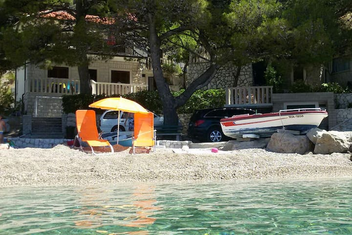 Dvosobni apartman uz plažu Brela, Makarska (A-11821-a)