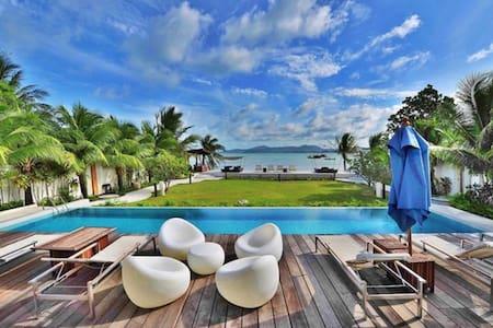 Luxurious 2 bedrms  beachfront Phuket penthouse