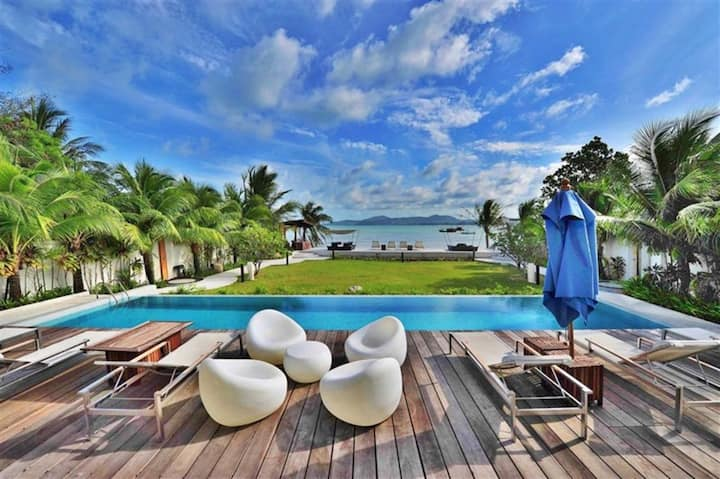 Luxurious 2 bedrms  beachfront Phuket penthouse