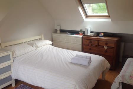 Bright Spacious Double Room with Private Bathroom