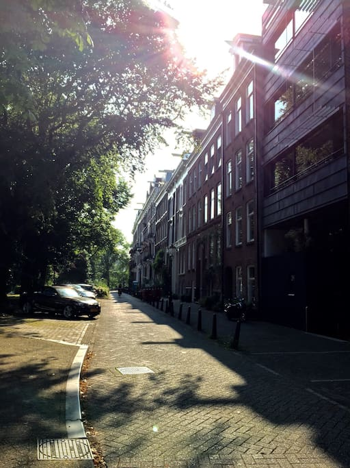 A quite and typical Amsterdam street.