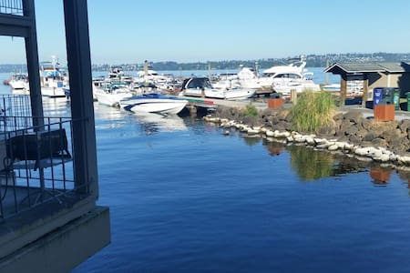 Kirkland Waterfront Marina View