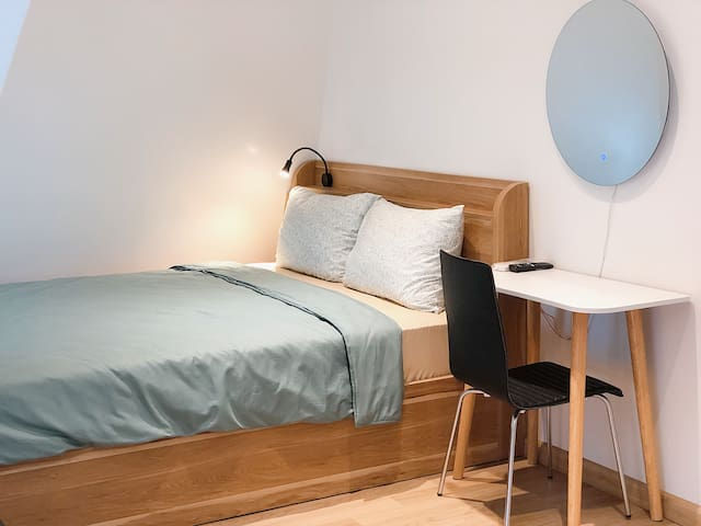 Merry House - Loft Studio Apartment