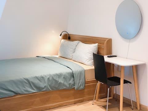 Merry House - Attic Studio Apartment