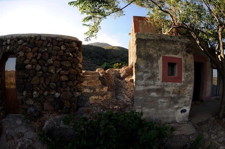 svegliarsi con i colori africani - Pantelleria