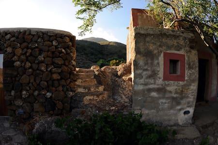 svegliarsi con i colori africani - Pantelleria - Casa