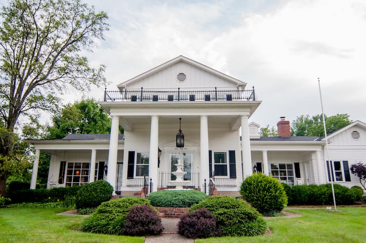 Southern Colonial on Airport Road - Erlanger - Casa