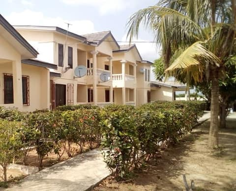 Lord's Hands Guesthouse-Home With a View. Winneba