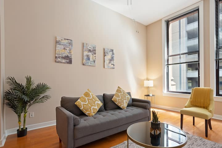 Bright + Spacious 1BR in The Heart of Downtown