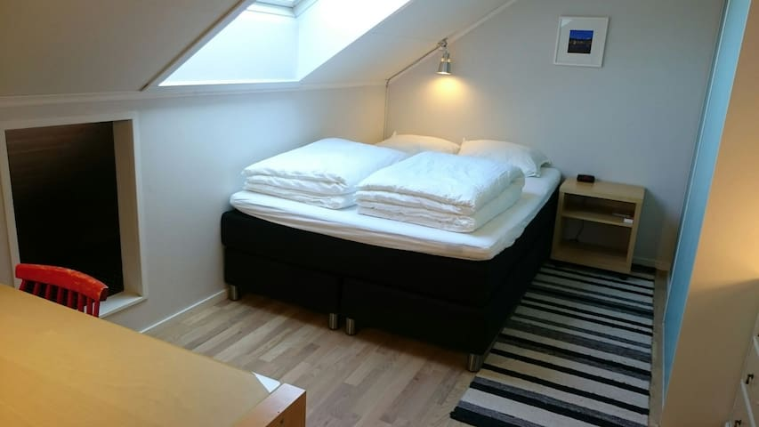 Room w/private bathroom & breakfast - Tromsø - Apartment