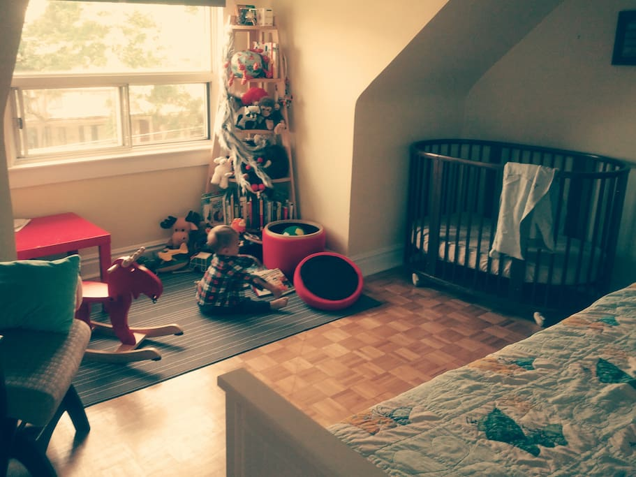 2nd bedroom, crib and day bed (extendable to king size), with dresser/change table.