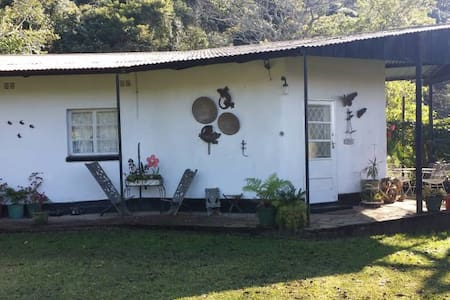 Quiet and idyllic, getaway guest cottage- Hurukuru