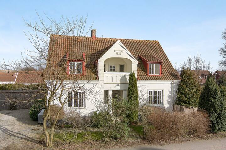 Beautiful 1920's Villa, beach 5km - Glemmingebro
