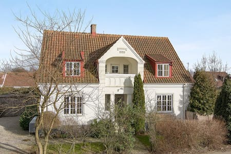 Beautiful 1920's Villa, beach 5km - Glemmingebro